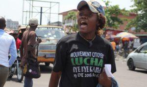 Mlle Gloria combattante de la liberté en pleine action à Kinshasa photo BLO par Georges NOKO