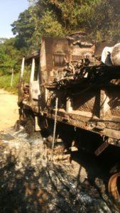 camion incendié avec 18 motos à son bord par des présumés ADF sur la route de Kamango