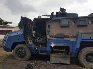 Une auto-blindée de la Police incendiée à Makala/Kinshasa