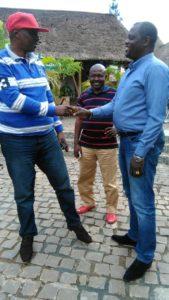 Lafontaine au milieu, Richard Bisambaza à gauche. A l'occasion de leur rencontre à Kampala