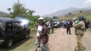 Les deux véhicules pillés quand on a enlevé nos deux prêtres.